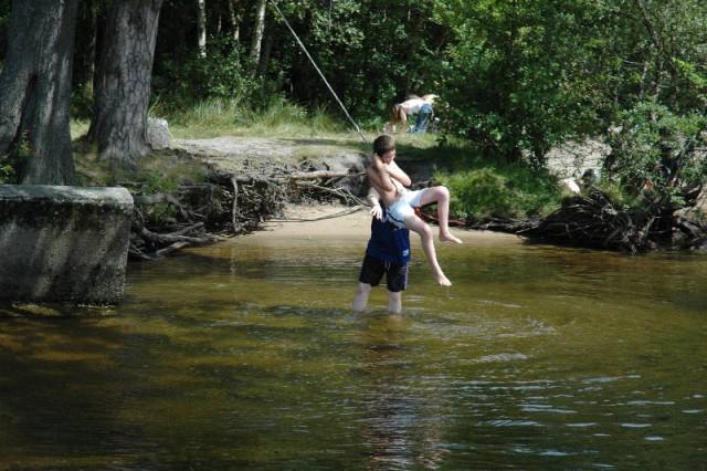 aaaa0045.jpg Kids playing on the banks of Loch Lomond