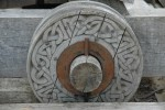 aaaa0119.jpg Decorated wheel on a catapult at Urquhart Castle